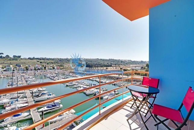Apartamento com 2 quartos em excelente estado e inserido na marina de