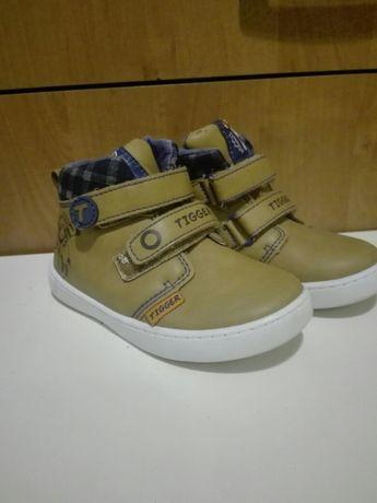 Półbuty , buty dziecięce, adidasy.