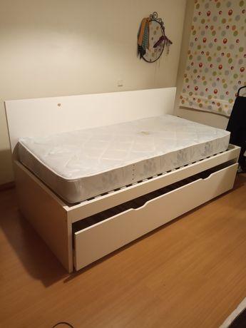 Cama dupla de solteiro IKEA