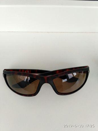 Продам фирменные солнцезащитные очки