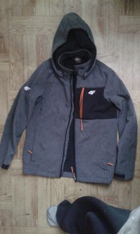 Sprzedam używaną kurtkę chłopięcą w dobrym stanie firmy 4F YOUTHWEAR