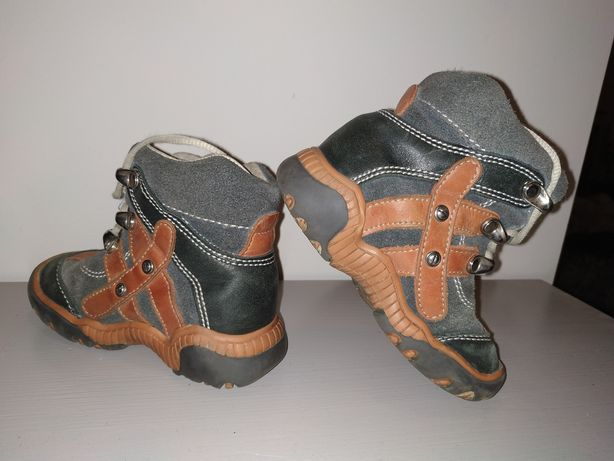 Buty przejściowe zimowe dziecięce ocieplane skórzane  rozm 23.