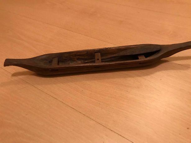 Barco em madeira africana