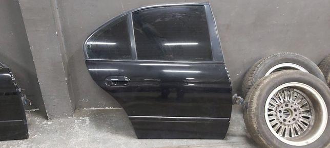BMW E39 SEDAN drzwi lewy tył SCHWARZ 2