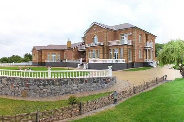 Продается дом на берегу Днепра в 25 км от Кременчуга с фермерским хоз