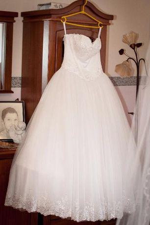 Sprzedam suknię ślubną wraz z welonami