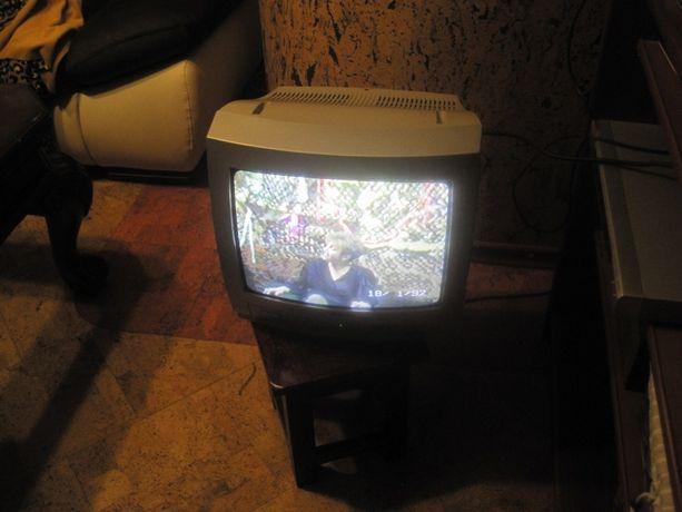 Funai stary srebrny sprawny mały telewizor z pilotem 14 cali transport