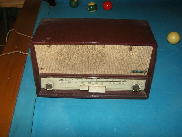 Rádio grundig antigo