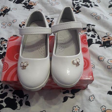 Туфельки білі для дівчинки