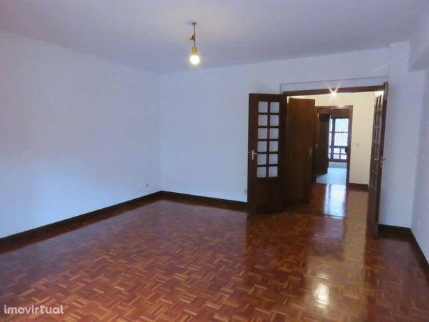Apartamento T2 situado em Telheiras CENTRAL, perto do metro.