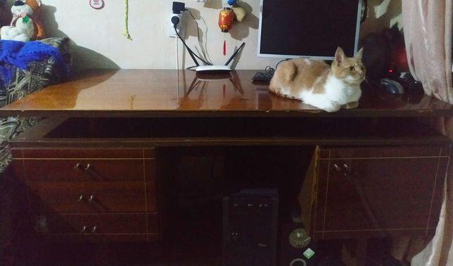 Продам стол письменный двухтумбовый дуб.(торг)