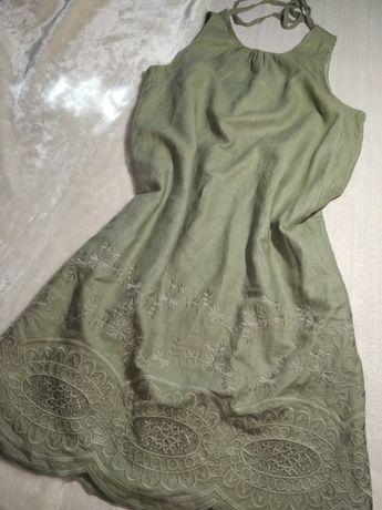 Платье с вышивкой .