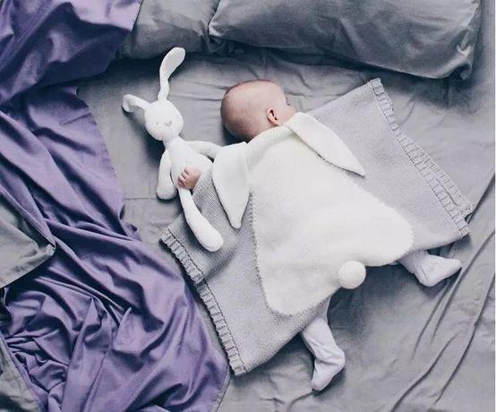 Вязаное детское одеяло-плед «Зайка»