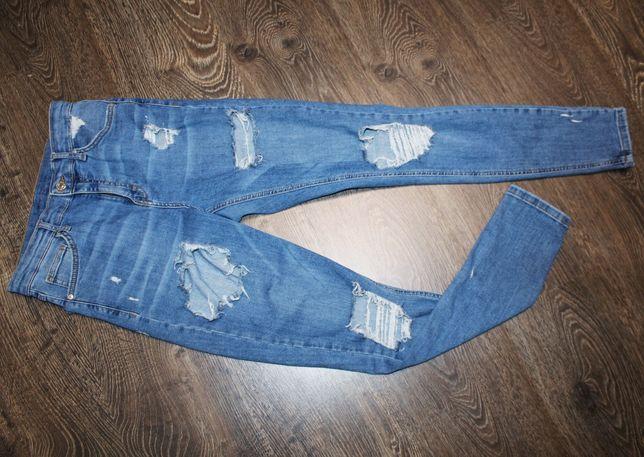 Класные джинсы мом topshop с дырками