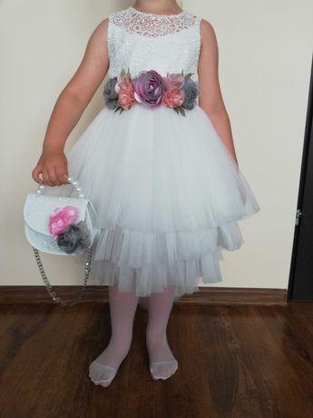 Sprzedam piękną sukienkę dla dziewczynki rozmiar 116 księżniczka.