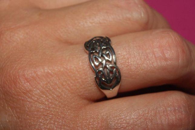 artystyczny srebrny pierścionek