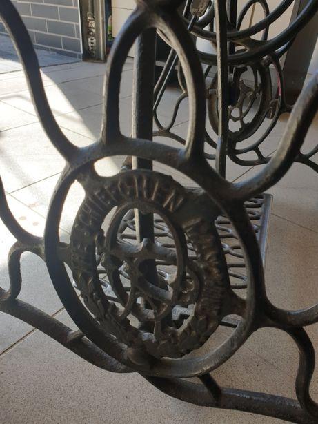Stół/lada na nogach od maszyny do szycia