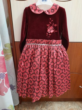 Нарядное платье на девочку 3-4 года