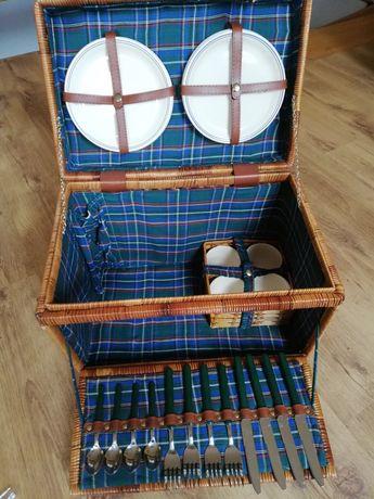 Koszyk, kosz piknikowy, wiklinowy z pełnym wyposażeniem, retro