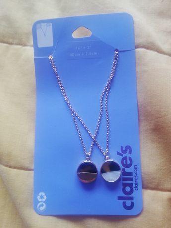2 colares dourados / Claire's