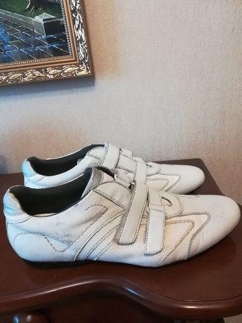 Недорого кроссовки мужские белые. Кожа.