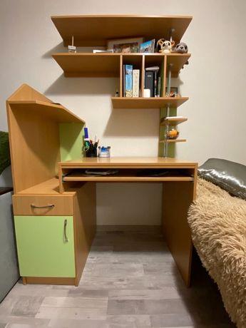 Продам стол компьютерный с полками б\у в отличном состоянии .