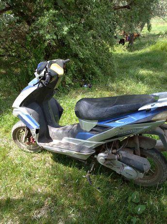 Продам скутер чёторёгтакный двухместный