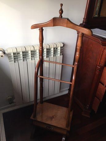 Cabide de pé de madeira