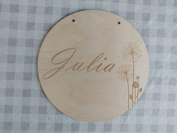 Drewniana tabliczka z dowolnym imieniem.