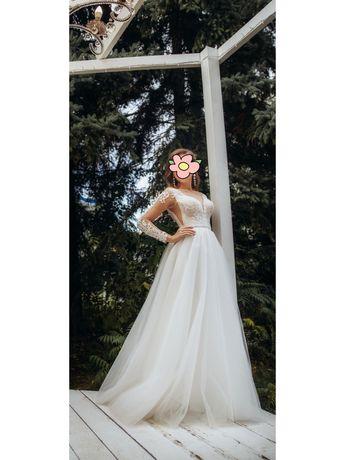 Вишукана весільна сукня  А-силуету!