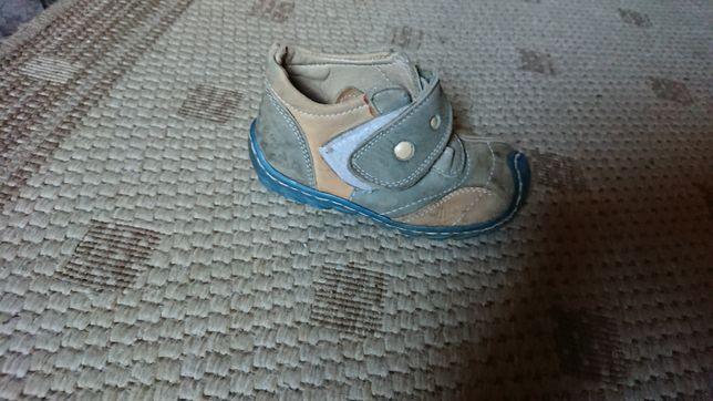 Ботинки на мальчика кожанные размер 23,по стельке 15