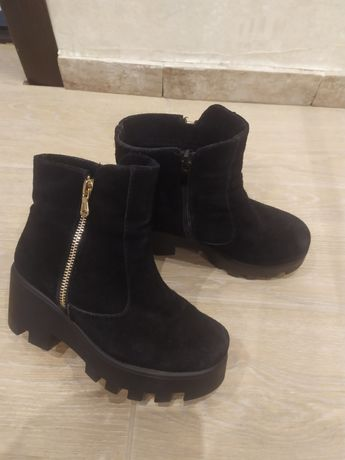 Натуральные замшевые ботинки 35р