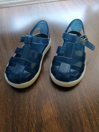 Sandálias azuis