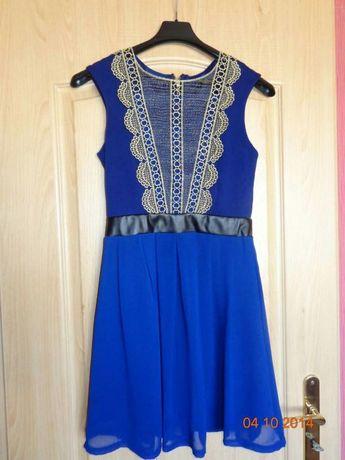 Niebieska sukienka kobalt zloto koronka