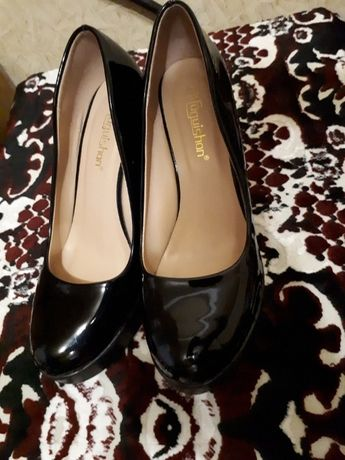 Продам туфли лаковые