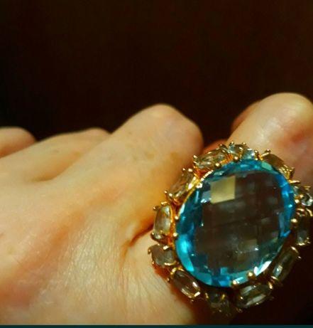 Золотое кольцо 585проба с природными топазами