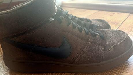 Sportowe obuwie Nike.