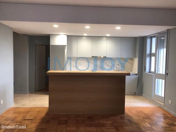 Apartamento T5 para arrendamento em Ramalde