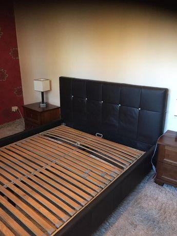 Komplet drewnianych mebli do sypialni