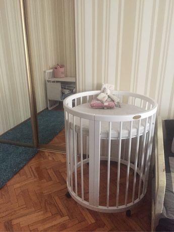 овальная кровать трансформер IngVart и два матраса к ней