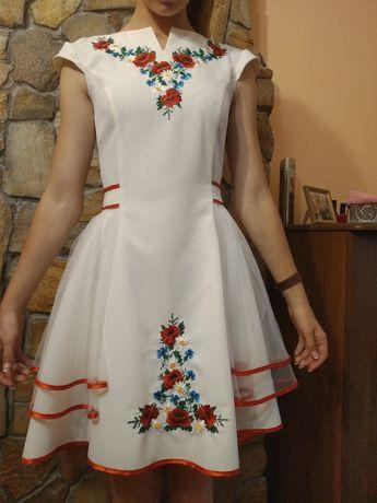 Плаття-вишиванка з шлейфом