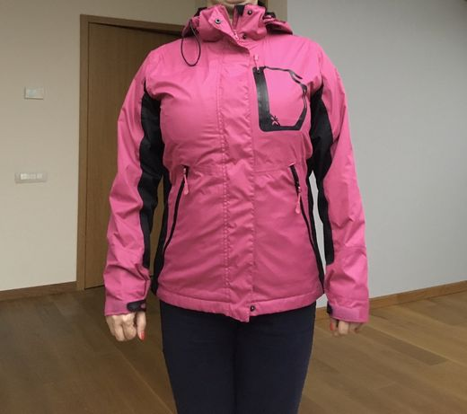 Różowa kurtka przejściowa wiatrówka przeciwdeszczowa 4F sportowa