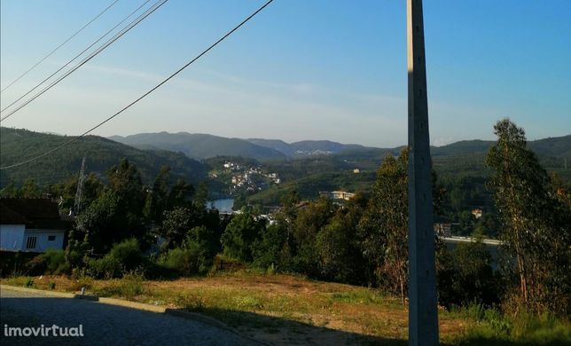Terreno para construção com vistas Rio Douro