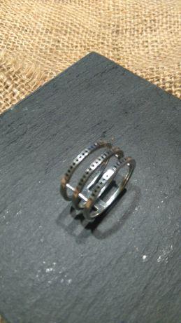 pierścionek-obrączka srebrna z czarnymi cyrkoniami, rozmiar 19