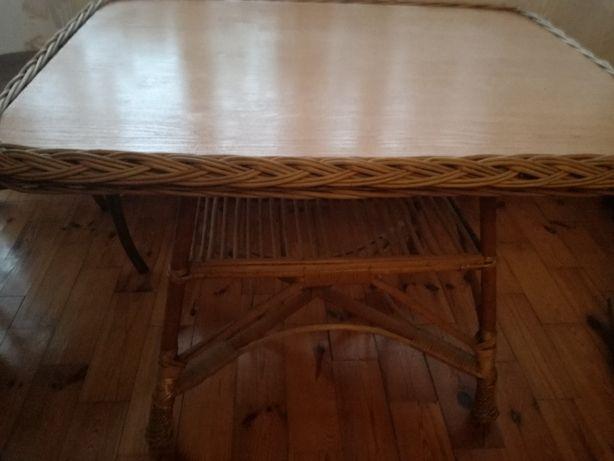 Wiklinowy stolik