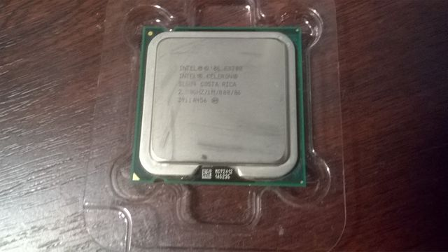 Процессор Intel Dual Core E3300 / LGA775 / 2.5GHz