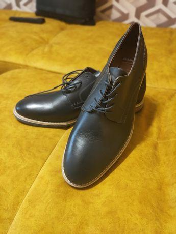 Мужские туфли Bata