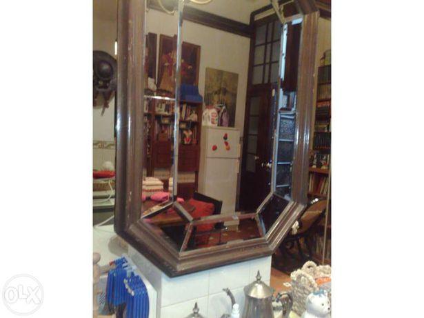 Espelho biselado em madeira