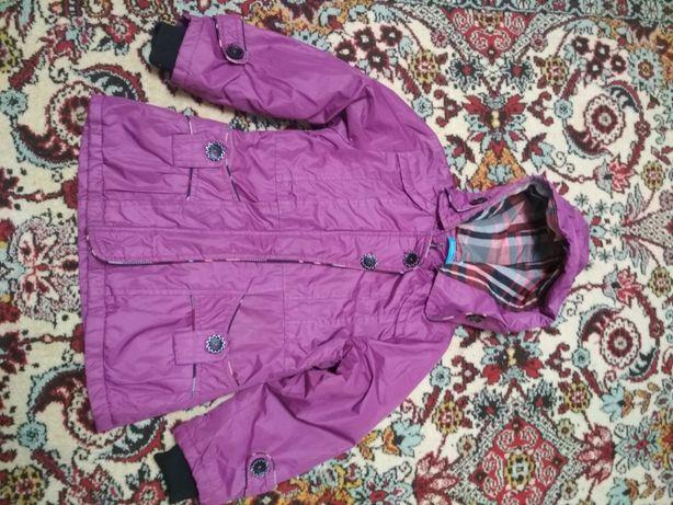 Продам куртку весна осень девочке 5-7 лет