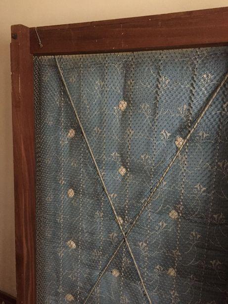 Estrado de madeira e rede